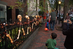 Beacon Hill Halloween (Chris Devers) Tags: autumn holiday fall halloween boston skeleton ma skull trickortreat massachusetts bones bostonma 2009 beaconhill trickortreating cameranikond50 exif:exposure_bias=0ev exif:exposure=0017sec160 exif:focal_length=18mm lens18200vr exif:aperture=f40 camera:make=nikoncorporation exif:flash=autofiredreturndetected camera:model=nikond50 meta:exif=1257920460 exif:orientation=horizontalnormal exif:lens=18200mmf3556 exif:filename=dscjpg exif:vari_program=auto exif:shutter_count=37796 meta:exif=1350400378