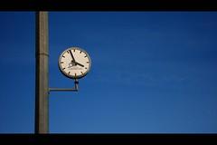 Luxembourg (Gwenaël Piaser) Tags: november 2009 luxembourg luxemburg luxemburgo lussemburgo lëtzebuerg unlimitedphotos automne autunno leica dlux dlux3 vario elmarit varioelmarit fall autumn clock horloge hours blue gwenflickr linkinternet 5000
