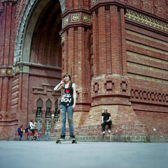 Me too (pianococtail) Tags: barcelona camera ny 120 tlr film girl fuji bcn arc skate 100 iv reala flexaret i3 meopta