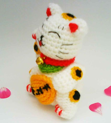 Lucky Cat Amigurumi Pattern – Snacksies Handicraft | 500x451