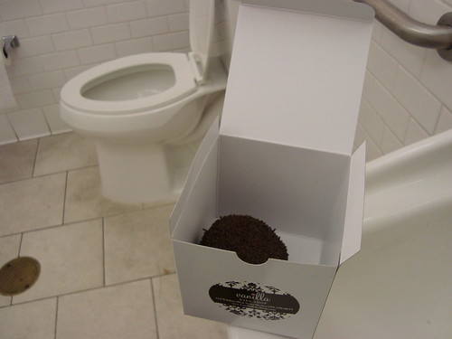 Vanilla Bake Shop Cupcake w Toilet