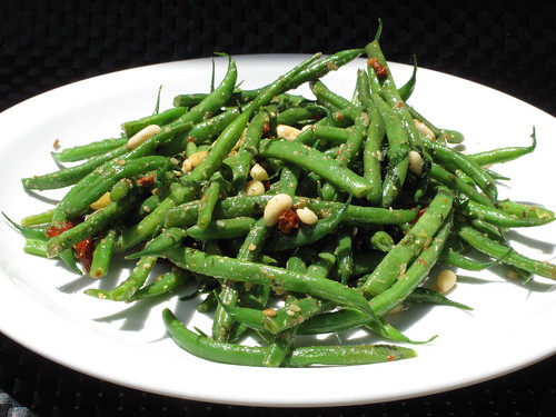 Green Beans with Sundried Tomatoes, Basil