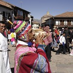 Cusco: El Pututero es la persona que sopla el pututu, una trompeta hecha de una caracola marina, cuyo ulular grave y solemne acompaña el paso de las divinidades andinas durantes las festividades en el Cusco