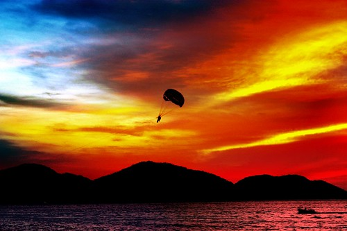 blue sunset red sea gangster paradise parachute