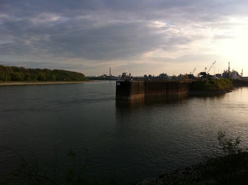 Trügerische Ruhe: So friedlich wie es hier aussieht, ist es um den Godorfer Hafen beileibe nicht. Fotos: Steffen Ermisch