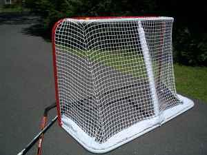$75 - NHL REGULATION SIZE METAL STREET HOCKEY GOAL