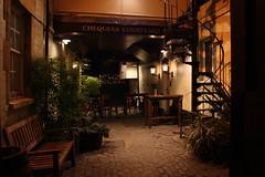 Oxford Pub (fvanstonephoto) Tags: plants canon lights pub oxford seating cobbles quaint chequers 450d