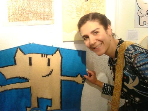 Catalina Estrada con el cobi de Claudia Font