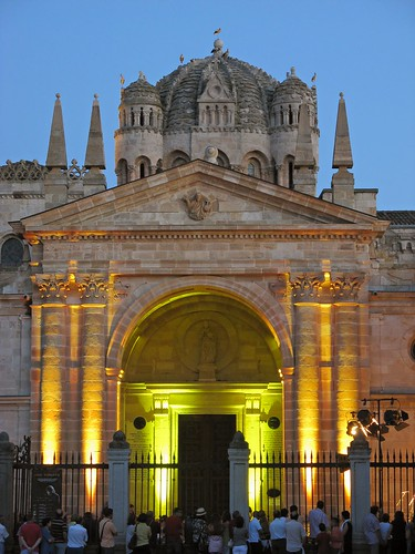 Catedral iluminada / Illuminated Cathedral