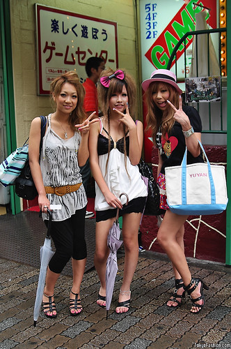 Shibuya Girls x3 by tokyofashion.