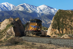 UP 5781 on Mid-January Day (K-Szok-Photography) Tags: california mountains train canon outdoors trains socal transportation unionpacific canondslr locomotives cajon railroads inlandempire cajonpass alltrains movingtrains deserttrains vftw sbcusa alltypesoftransport aphotographersnature kenszok