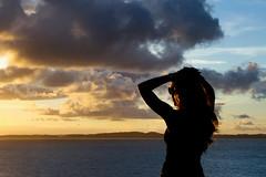 Resultado de imagem para menina olhando paisagem