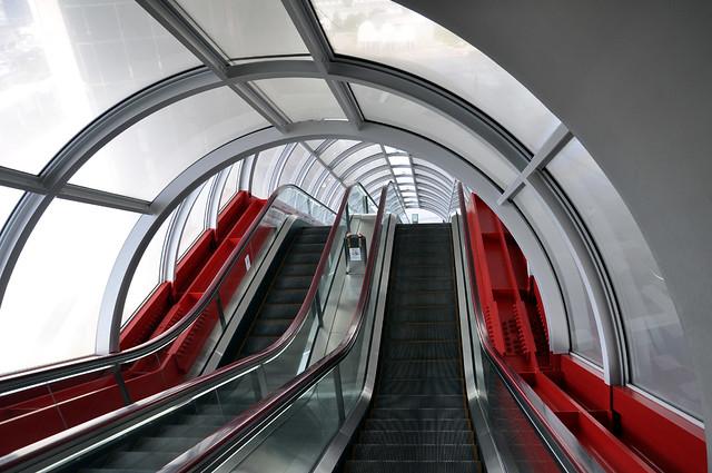Flat steps escalator