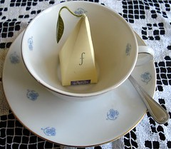 Waiting for hot water (Dona Mincia) Tags: art cup table tea spoon mesa xcara ch colher fort