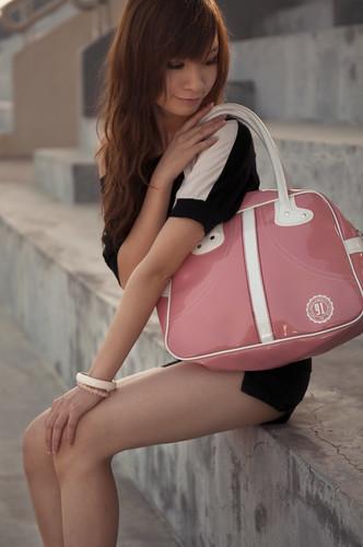 フリー画像|人物写真|女性ポートレイト|アジア女性|鞄/バッグ|中国人|フリー素材|