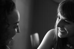 reencuentros (El_Turista_Accidental) Tags: blackandwhite bw espaa byn blancoynegro portraits canon contraluz luces sevilla andaluca spain espanha retratos espagne sombras espanya betis canoneos400d tamron175028