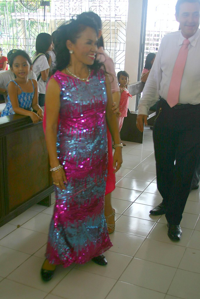 The entry of Dona Dionisia Pacquiao in a glittery sequinned dress. Laban ka?