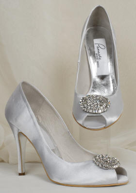 Jeweled brooch on the beautiful wedding shoes.