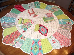 sheri berry holiday go round (smorielorrie) Tags: christmas reindeer quilt scallop applique tablemat tablerunner retrochristmas sheriberry