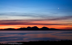 some things are too good not to be true (Dove*) Tags: orange moon sunrise scotland solitude 1st explore jura getty rps colonsay 73 gloaming highlandwinter hedbrideanmoment