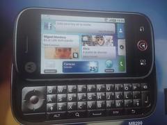 Movistar y Motorola lanzan el Android Dext con software Blur para acceso a medios sociales