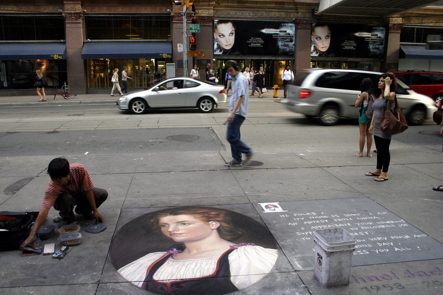 Street artist by Eaton Centre
