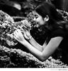 (fabrício fava) Tags: portrait film smile rose mulher flor rosa sorriso canoneos cheirando roseira cheirar