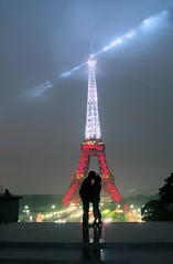 French kiss (marc do) Tags: lighting city longexposure urban paris france tower monument silhouette metal architecture night lights luces noche md frankreich kiss europa europe long exposure do torre tour nightshot nacht toren beijo tripod eiffeltower silhouettes illumination frana landmark eiffel toureiffel torreeiffel noite luci luzes frankrijk turm eiffelturm francia nuit notte beso parijs bacio lumires lichter kuss  kus baiser parigi frankrike clairage bleublancrouge kyss   lichten   francja    marcdo theunforgettablepictures platinumheartawards marcde gettyimagesfranceq1