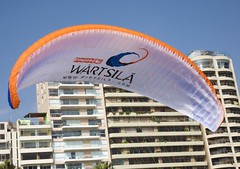 Paragliding in Miraflores (La Shola y EL Gringo?) Tags: peru canon lima 5d paragliding pe miraflores parquedelamor wartsila senoradventure wartsilacom