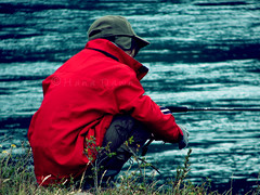Fishin' (Hana Dawn) Tags: red summer naturaleza nature grass rio del river kid fishing cloudy pasto jacket cap blond gorra nio roja torres paine rubio pescar pescando chaqueta