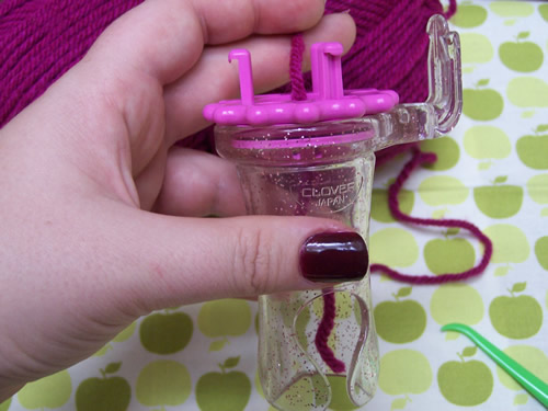 Clover Wonder Knitter: step 1