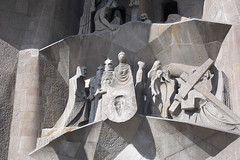 La Vernica en la fachada de la Pasin (TerePedro) Tags: barcelona espaa church spain iglesia sagradafamilia eria eglise templo catalua 2010 pasion rutaliteraria aboutiberia