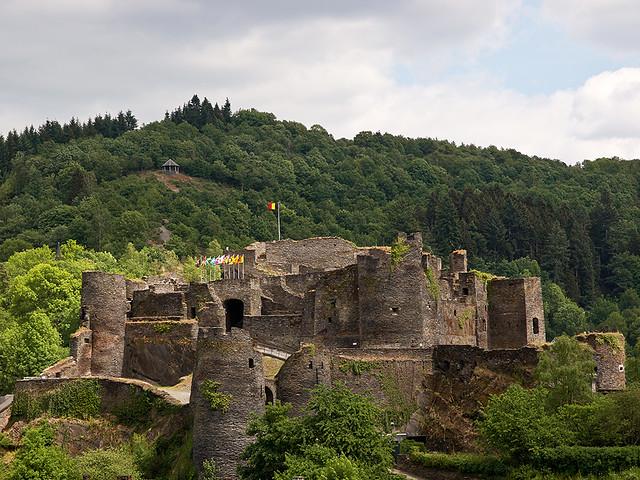 Ruïnes  feodaal kasteel  La Roche-en-Ardenne2