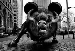 Bull of wall street (Natilus.photo) Tags: wall street new york été sud bull finances black white bw business états unis walt disney mickey humour génocide américain argent fric money