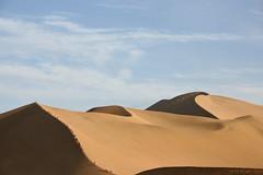 Cola en las dunas (Albert GM) Tags: china viaje canon eos desert desierto taichi gobi dunas xina chenxiang hunyuan 400d pedrovalencia