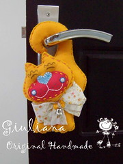 Yellow Cat!!! (Giuliana - Original Handmade) Tags: cats gatos felt feltro fieltro feltwork doorknobdecoration enfeitedemaaneta