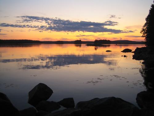 el lago (noche ártica con nubes)