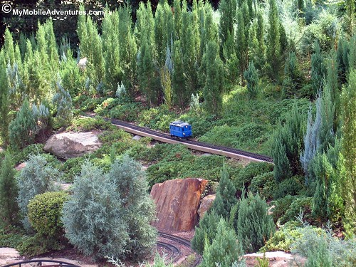 IMG_6610-WDW-EPCOT-Germany-blue-train