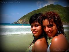 Mariahelena y Gaby (Shadowargel) Tags: sol gaby playa arena choron mariahelena