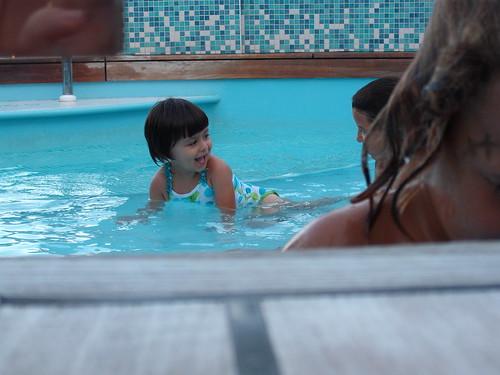 Pallina nella baby pool della MSC Poesia