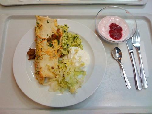 Wrap mit Rinderhack, Salat und Dip