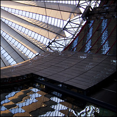patchwork Berlin (barbera*) Tags: windows roof building berlin glass lines wall architecture reflections shadows geometry potsdamerplatz sonycenter barbera 20thanniversary mauerfall falloftheberlinwall may2009 jibbr 881212 zonencenter