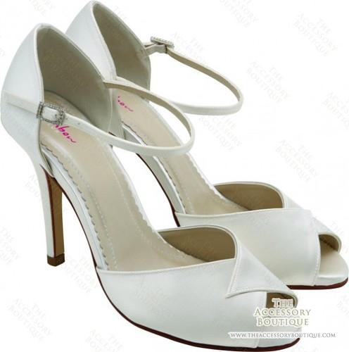 Elegant style for wedding shoes.