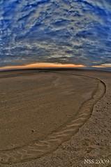 غروب اللياح (N-S-S) Tags: sunset nikon kuwait nikkor q8 naser d300 غروب kwt الكويت nss كويت غيوم صحراء vwc غيم ناصر d2xs نيكون kvwc مركزالعملالتطوعي الصليهم alsolihem ناصرالصليهم