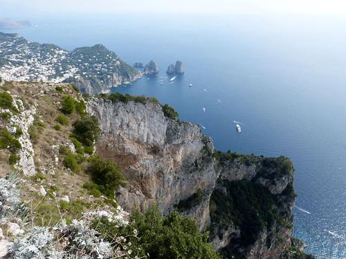 Faraglioni-sziklák a Monte Solaróról