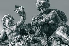 Sculpture (x1klima) Tags: marseille provencealpescôtedazur frankreich fr sonya7r ilce7r zeiss batisfe25mmf2 batis225 monochrome schwarzweis noiretblanc bw plain blackandwhite man men boy boys mann männer junge jungen humans nude reise travel voyage traveling voyages vine vin vineyard viniculture vino view wein weinberg weinbau weinstock weinberge weinstöcke wine agriculture