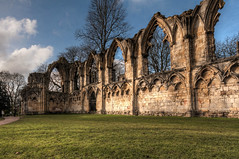 Ruins of St. Mary's Abbey (Derwisz) Tags: stmarysabbey abbey building ruins ruin architecture arch york yorkshire england uk unitedkingdom hdr historic historicbuildings canon eos40d canoneos40d church park yorkshiremuseumgardens 100v10f