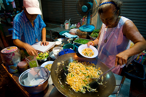 Making phat Thai at Phat Tha Ratchawong, a stall in Bangkok's Chinatown