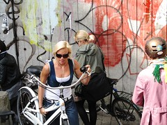 Carrefour (velomama) Tags: urban woman girl bike bicycle copenhagen denmark mujer chica cyclist femme transport cycle commute stadt frau bicyclette kopenhagen fille fahrrad vlo fiets cycliste urbain copenhague cyclechic