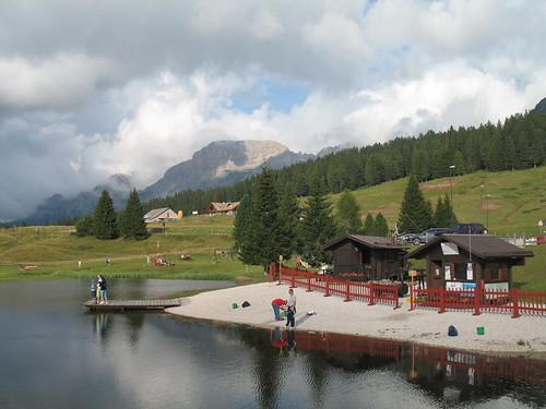 Blick vom See in Richtung Rosengarten